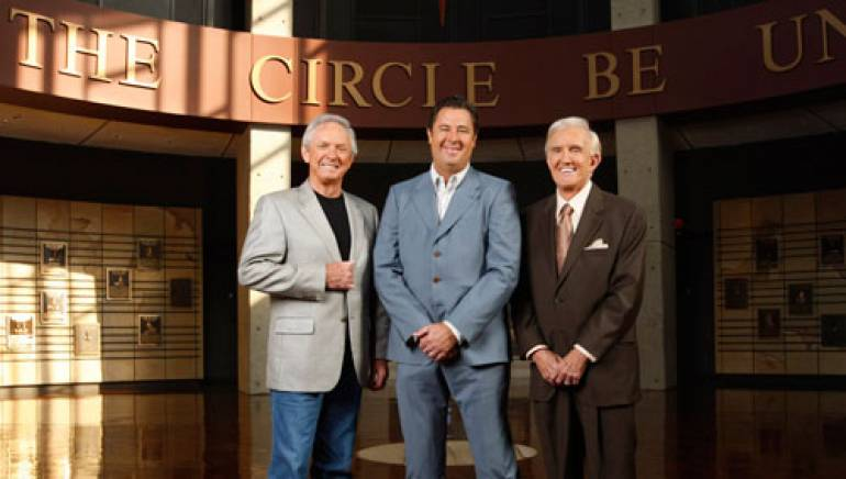 Pictured are (l to r): Mel Tillis, Vince Gill and Ralph Emery. (Photo courtesy of the CMA)