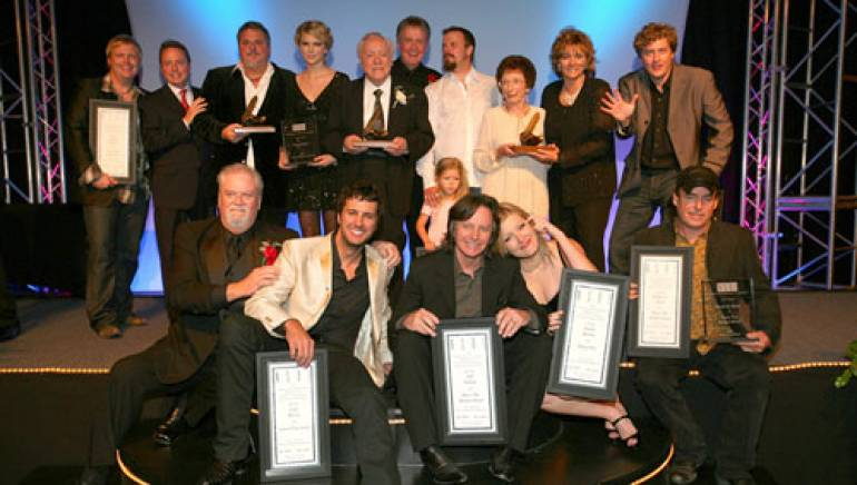 The BMI winners jumped together for a Class of 2007 photo. Pictured at the ceremony are (l to r): back row: Bobby Pinson, BMI's Jody Williams, Bob DiPiero, Taylor Swift, Earl Scruggs, Bill Anderson, Jamey Johnson, Flatt's widow Gladys Flatt and granddaughter Tammy Brumfield, with Shawn Camp; front row: Chairman of the Nashville Songwriters Hall of Fame Foundation Roger Murrah, Luke Bryan, Jeff Hanna, Sarah Buxton and Bobby E. Boyd.
