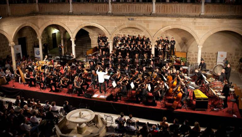 The Malaga orchestra and choir created a lush wall of sound during performances at the International Úbeda Film Music Festival.