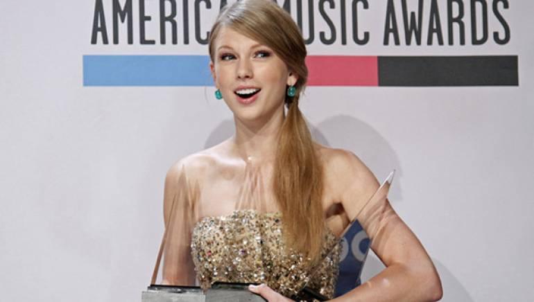 Taylor Swift wins big at the 2011 American Music Awards.