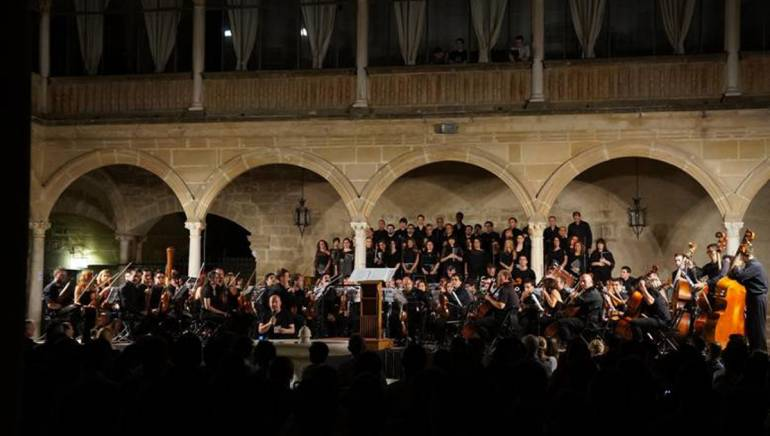 The open air concert at the historic Hospital de Santiago featured a 65-piece orchestra and a 40-piece choir performing an incredible selection of animation and game music.