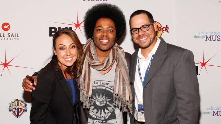 En el Show de Beneficencia de BMI y Los Producers están Delia Orjuela de BMI, Alex Cuba y Joey Mercado de BMI.