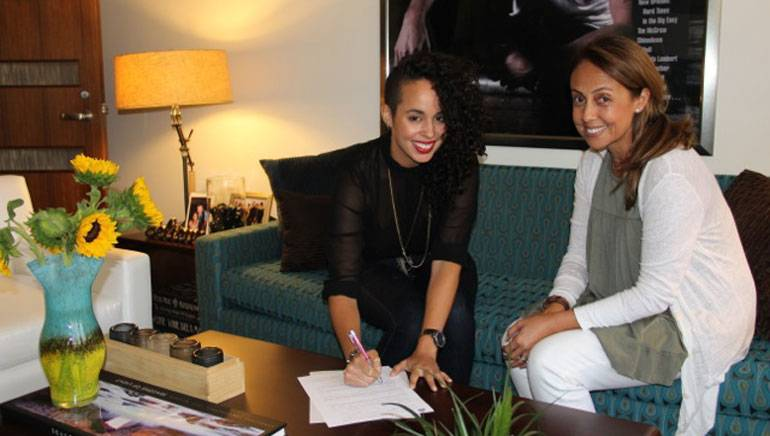 Pictured (L-R): Raquel Sofia and Vice President, Latin Writer/Publisher Relations Delia Orjuela