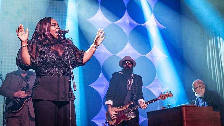 Shemekia Copeland performs at the 40th Blues Music Awards.