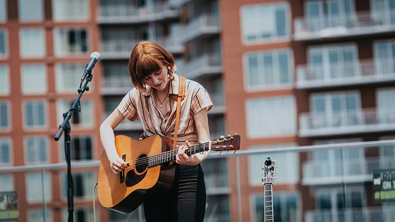 Molly Tuttle performs at the 2019 Acoustic Brunch.